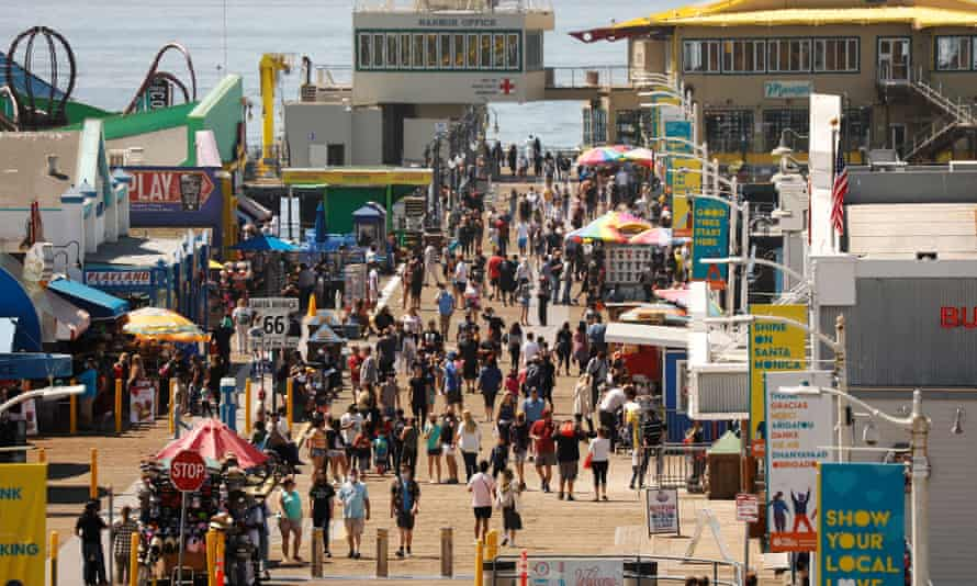 California vacation crowds go maskless