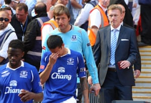 Carlo Nash picks up his losers' medal after the 2009 FA Cup final.