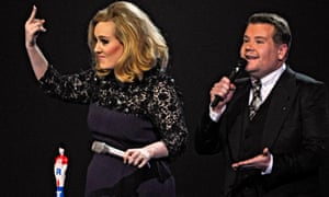 Adele gives the finger at the 2012 Brit awards