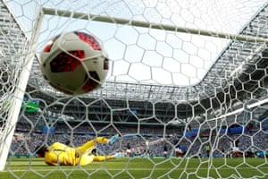 The ball flies past Hugo Lloris.