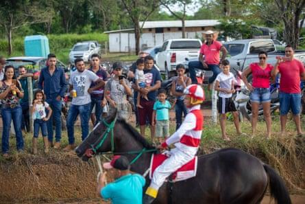 A horse racing event outside the town of São Félix do Xingu.