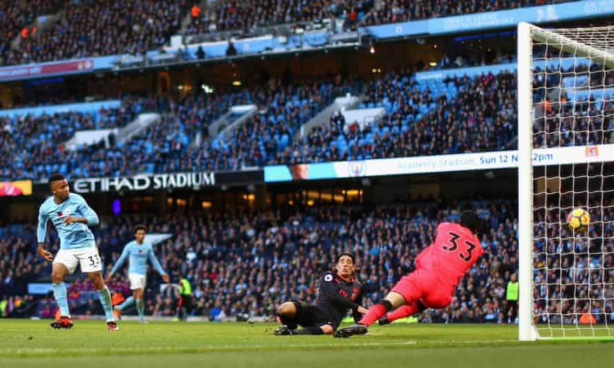 Gabriel Jesus scores Manchester City's third goal.