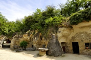 38055-rochemenier-village-troglodytique