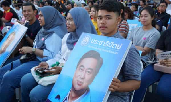 THAILAND-POLITICS-VOTESupporters of Democrat Party leader Abhisit Vejjajiva. hold his portrait during a televised election debate.