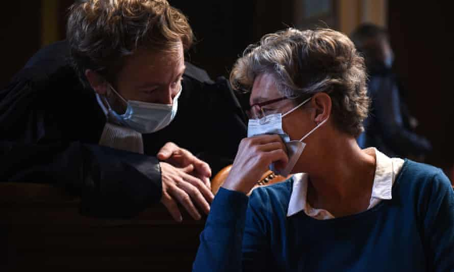 Helga Wauters, right, talking to her lawyer, Antoine Vey (L) in the courtroom in Pau.