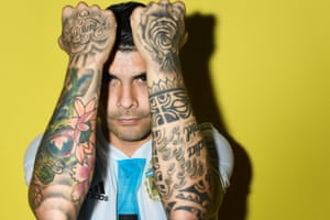 Argentina's Éver Banega shows off his tattoos.