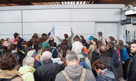 A group of Parisians take part in the Voyage Métropolitain