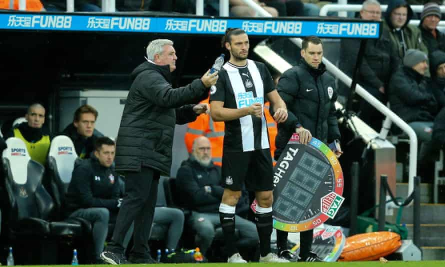 Steve Bruce issues instructions to Andy Carroll before sending him on against Southampton.