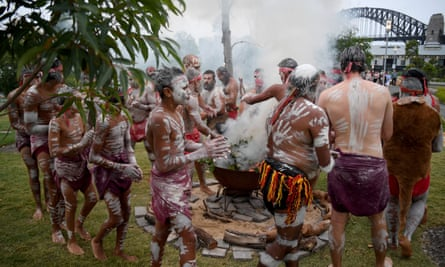 Koomurri people and representatives of other Aboriginal groups at a smoking ceremony in Sydney on 26 January 2017