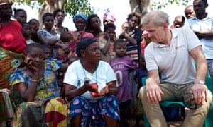 Jan Egeland meets people living in informal camps in Kalemie town in eastern DRC