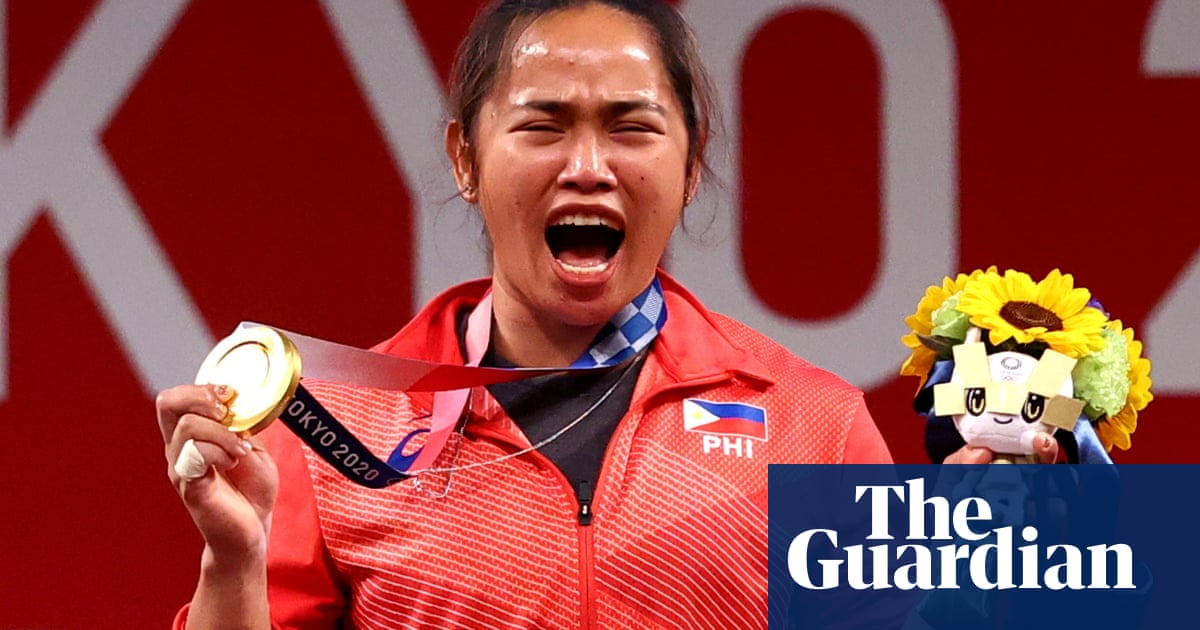 Olympic fever as Hidilyn Diaz wins Philippines' first ever gold medal