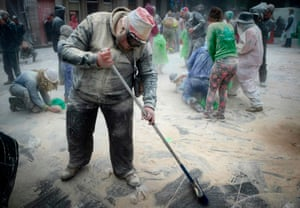 The clean-up operation begins in Xinzo de Limia