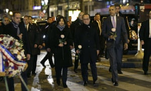 US President Barack Obama (R), French President Francois Hollande (C) and Paris Mayor Anne Hildago arrive to pay their respects at the memorial outside the Bataclan in Paris, on November 30, 2015, after Obama arrived in the French capital to attend the World Climate Change Conference 2015 (COP21).