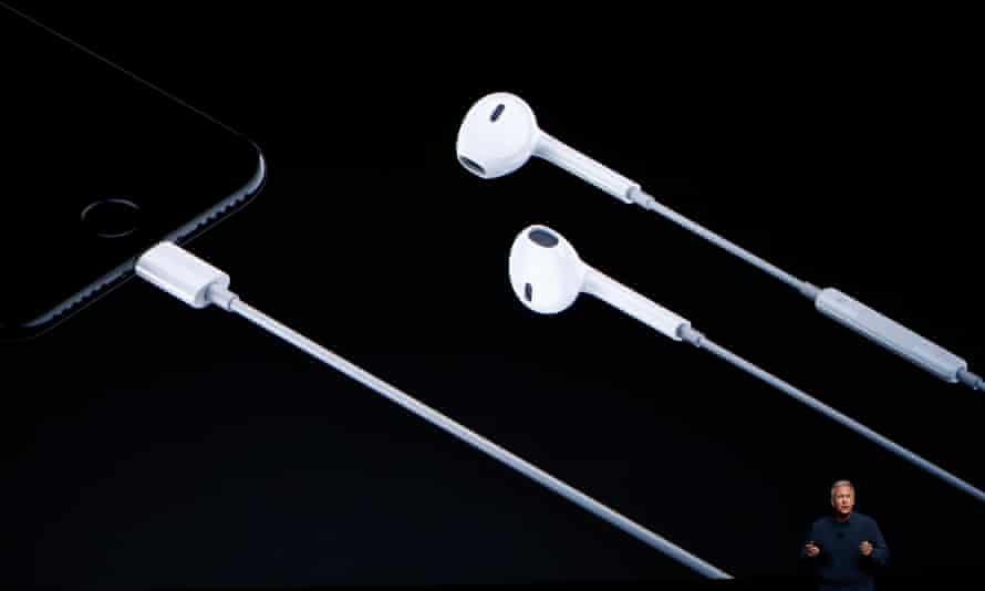 lightning earpods