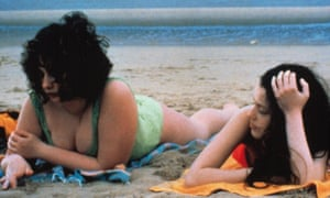 Anaïs Reboux and Roxane Mesquida in Catherine Breillat's Fat Girl.
