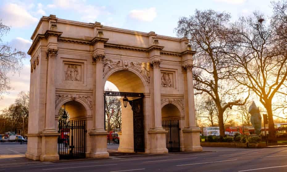 Marble Arch, designed by John Nash in 1827, before construction of the 25-metre mound began nearby.
