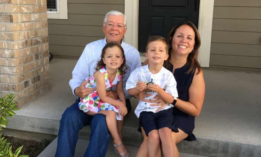 Francisco Aguirre-Sacasa με την κόρη του και τα εγγόνια του.