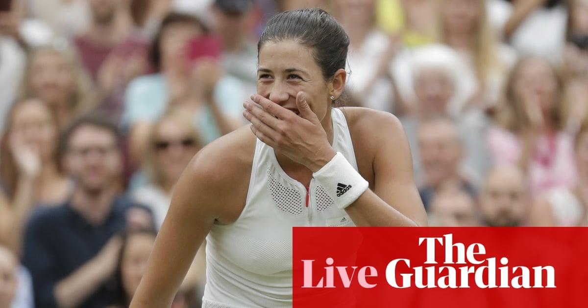 Venus Throws Herself At Waiting Arms Of >> Wimbledon 2017 Garbine Muguruza Beats Venus Williams In
