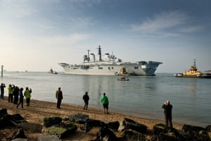 The aircraft carrier HMS Invincible, veteran of the Falklands war, leaves Portsmouth harbour on its way to a Turkish scrapyard after 25 years' service.