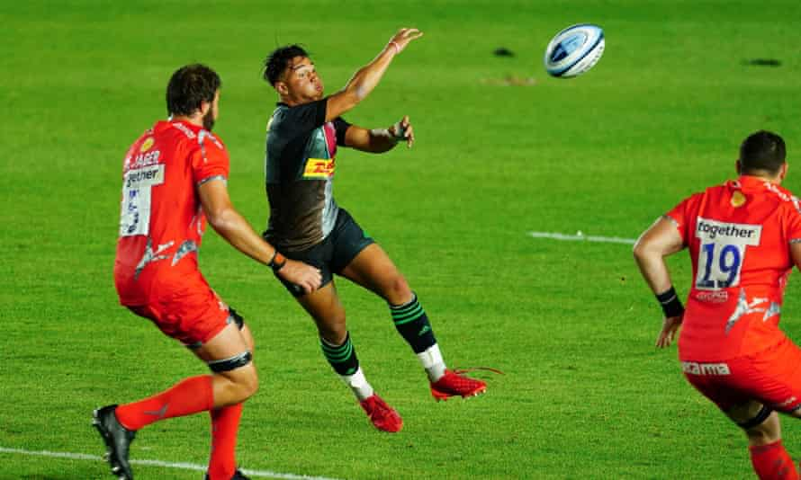 Marcus Smith of Harlequins (centre) attempts a long pass in the 16-10 win over Sale.