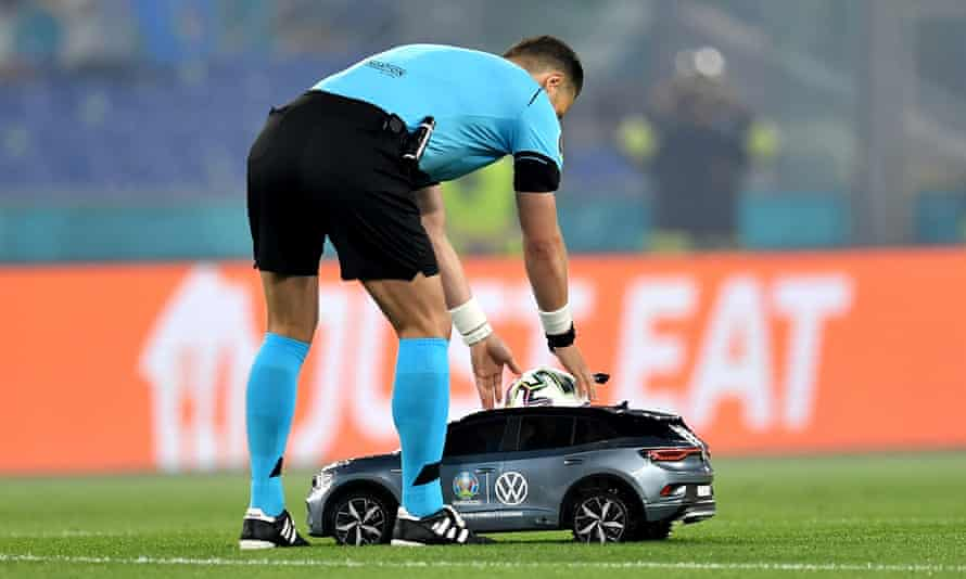 The referee Danny Makkelie has the match ball delivered to him by a remote control car
