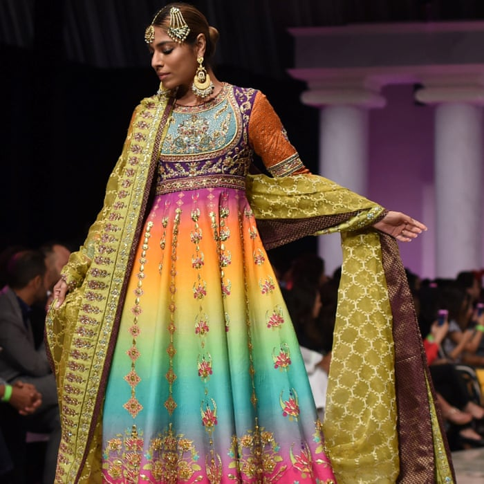 Power Dressing In Pakistan How Fashion Became A Battleground World News The Guardian