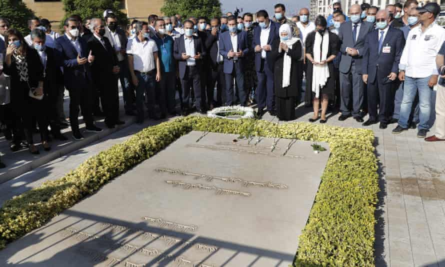 Relatives and supporters of Rafik Hariri, including his sister Bahia Hariri (C), pray over his grave in Beirut on Tuesday
