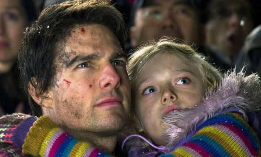 Dakota Fanning with Tom Cruise in War Of The Worlds