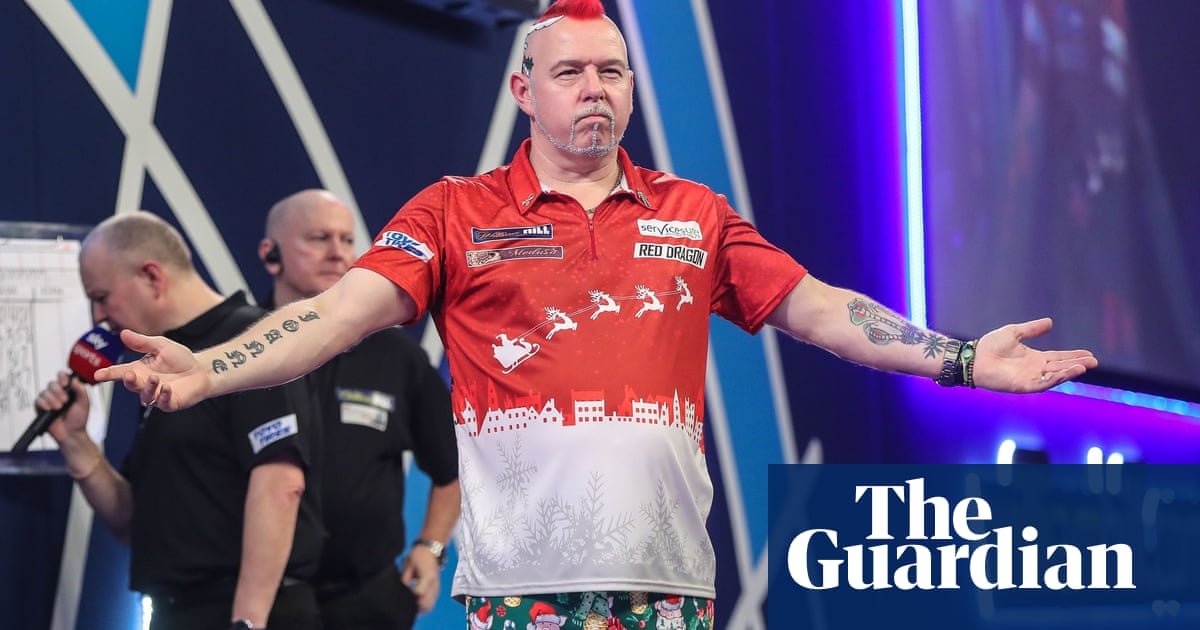 Peter Wright lights up PDC World Championship after power cut