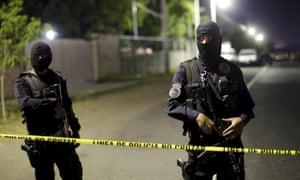 El Salvador police officers crime scene