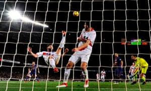 Alavés defender Ruben Duarte clears a Barcelona shot from goal.