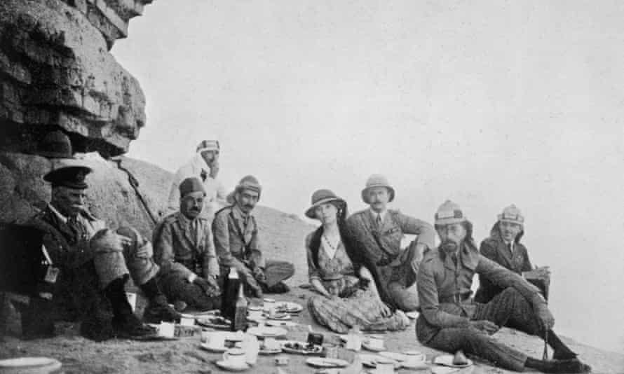 Gertrude Bell picnicking with King Faisal of Iraq, 1922.