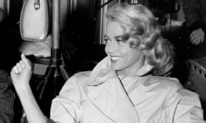 Dorothy Malone, who won hearts of 1960s TV viewers as the long-suffering mother in Peyton Place TV show, has died.