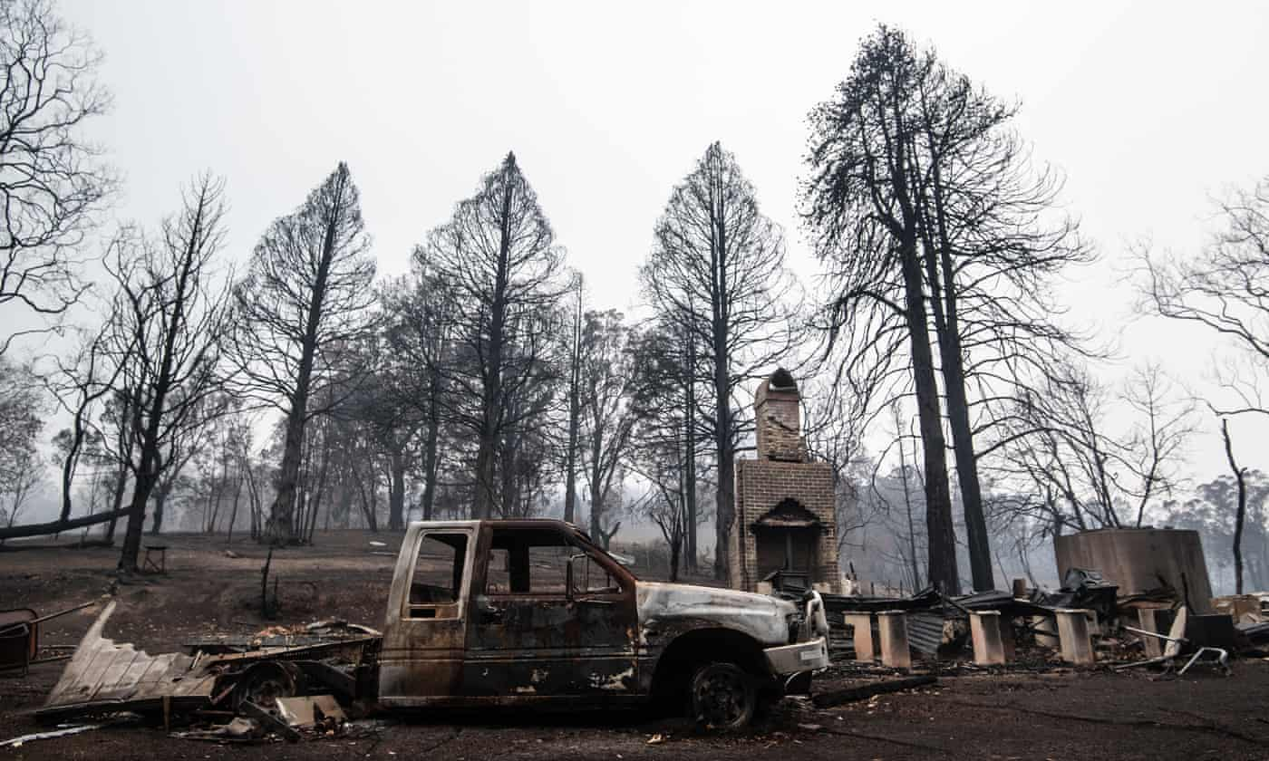 Bushfire-destroyed homes should not be rebuilt in riskiest areas, experts say