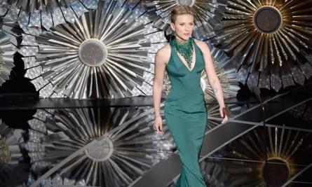 Scarlett Johansson at the 2016 Oscars
