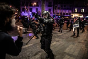 Riot police confront protesters in Barcelona