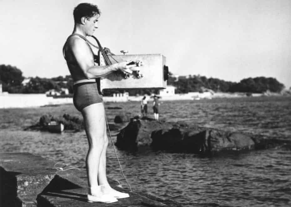 Jean Painlevé with Debrie camera in waterproof box, 1935