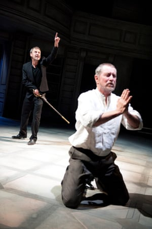John Simm (Hamlet) and John Nettles (Claudius) at the Sheffield Crucible in 2010