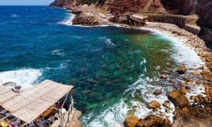 Bar Sa Punteta on rocky beach