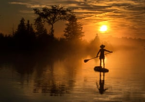 Rosedale, CanadaAn early morning paddle boarder enjoys the last days of summer on Trent Severn waterway