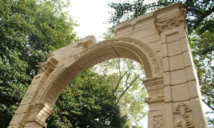 A recreation of the Palmyra arch, a Roman arch destroyed by Isis, goes on display at City hall Park in New York
