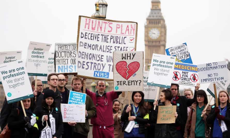 Junior doctors strike outside St Thomas' hospital, London, on 6 April