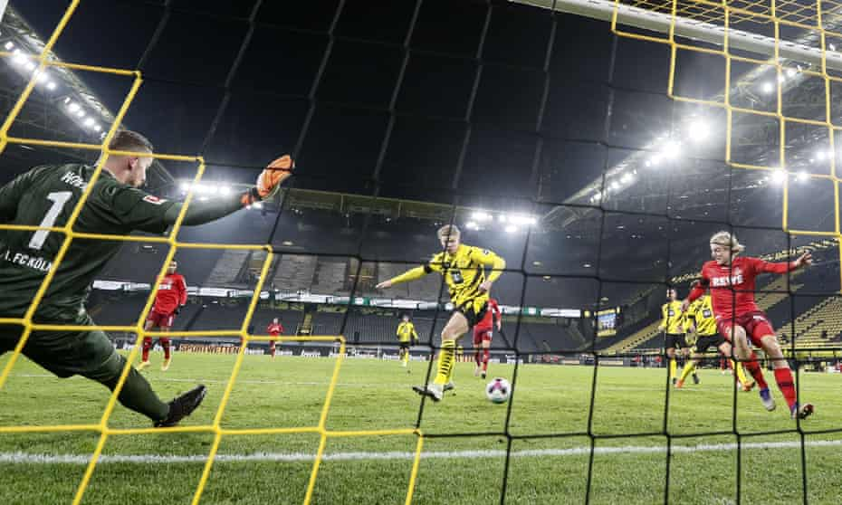 Borussia Dortmund's Erling Braut Haaland somehow fails to score in final last minute against Köln