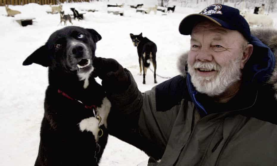 Gary Paulsen sits with his favorite Alaskan husky, Flax, at his Willow, Alaska, home in 2005.