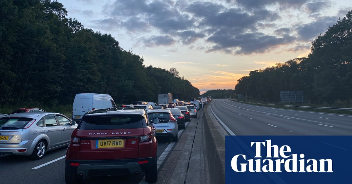 Serious collision involving lorry, minibus and car shuts part of M25