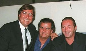 de izquierda a derecha: John Casablancas, fotógrafo Patrick Demarchelier y Gérald Marie, jefe de la oficina de élite en París y juez de Look of the Year de 1991.