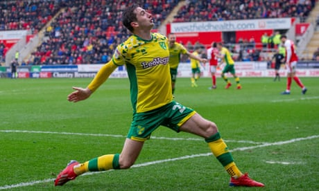 Football League: Norwich grind out win to stay top of Championship