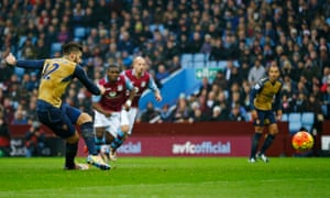 Giroud tucks away the penalty to score the first goal for Arsenal.