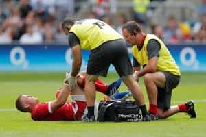 Gareth Anscombe clutches his knee.