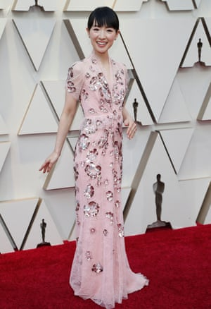 Netflix star Marie Kondo was another early arrival; the professional organiser cleaned up on the red carpet in a pink lace gown with sequin floral embellishments by Jenny Packham from her autumn/winter18 pre-Collection